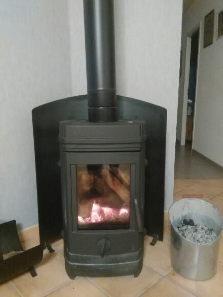 Réflecteur de chaleur pour un poêle en angle.