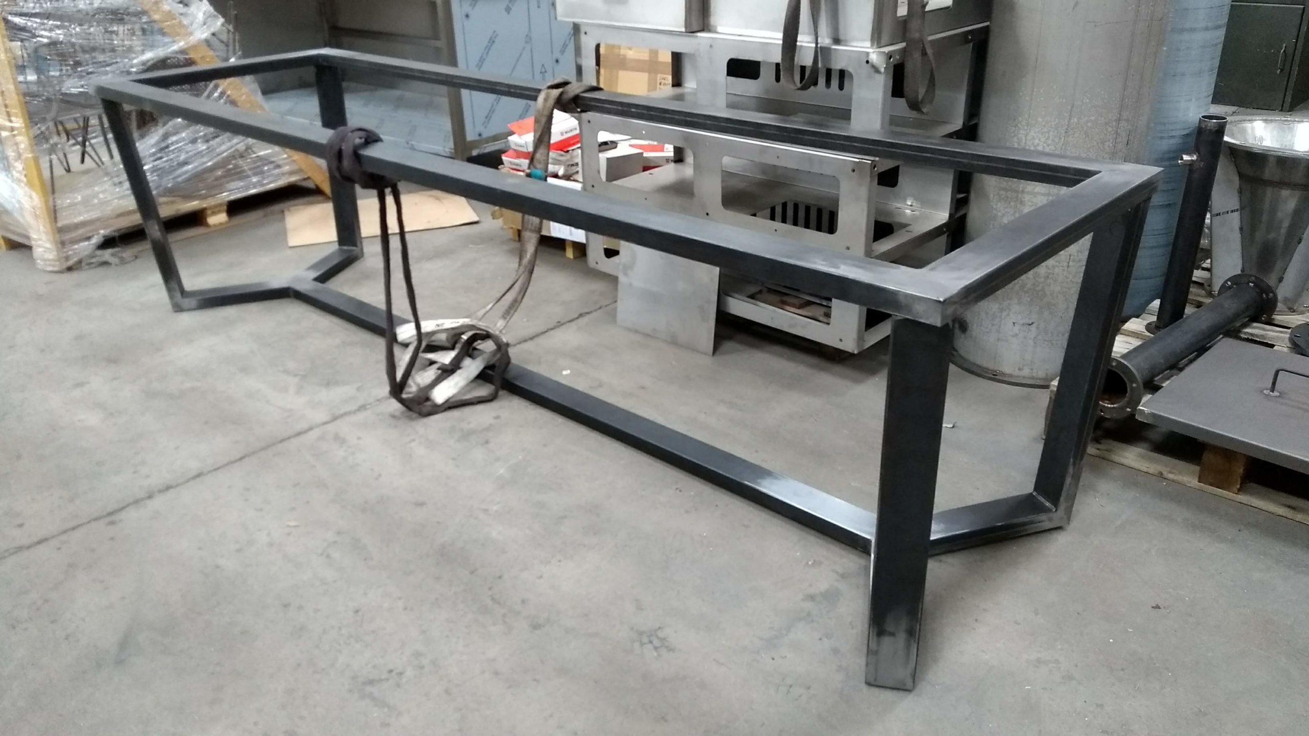 Structure acier de table haut de gamme
